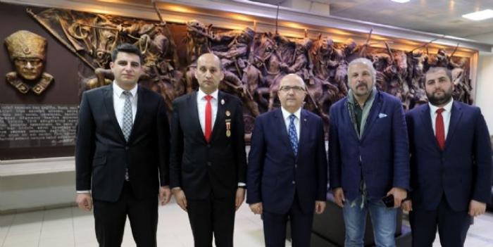 BORDO BERELİ KOMUTAN METE YARAR'DAN BAŞKAN ÇOBAN'A ZİYARET